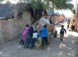 Уборка и вывоз мусора в ромском таборе (Мукачево)
