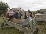 Прибирання сміття в ромському таборі