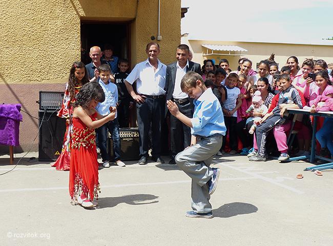 In Mukachevo Roma School Children's Concert Held