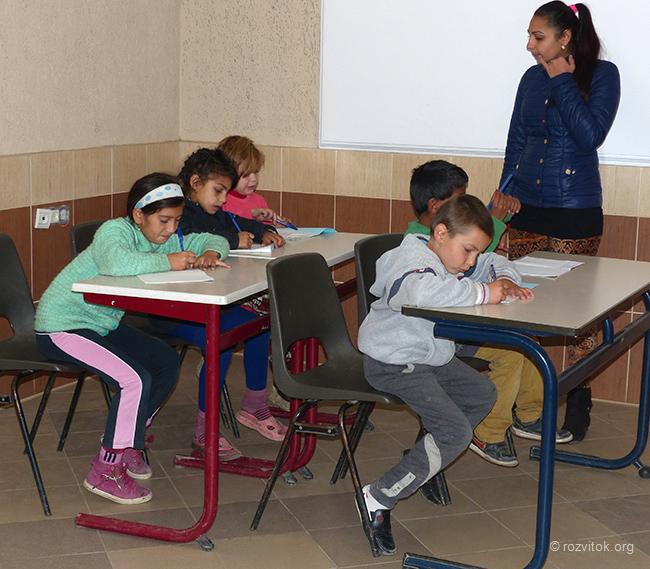 Урок у ромському центрі в Мукачево